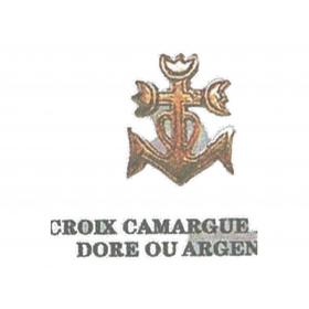 Pin's croix Camargue doré